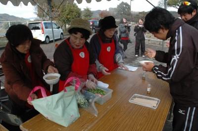 三原・女性部豚汁