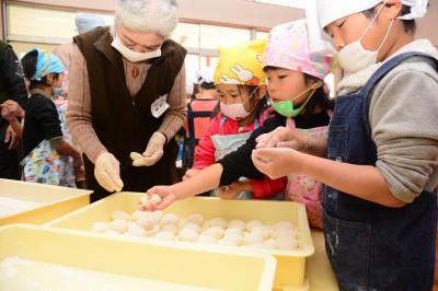福山市・道上幼稚園 餅つき